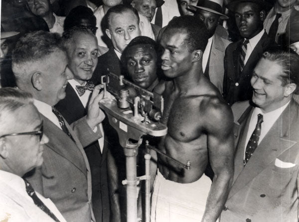 "CARTER, JIMMY-WALLACE ""BUD"" SMITH WIRE PHOTO (1955-WEIGH IN)"