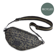 Afbeelding in Gallery-weergave laden, Elinor Bum Bag, Recycled Olive Ani Army/ bl+oli