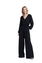 Afbeelding in Gallery-weergave laden, ALIX THE LABEL Ladies knitted firm rib jumpsuit | Bij Saar Thuis Haarl…