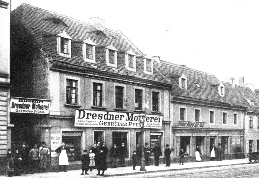 Historic image of a dairy shop in Dresden 1880