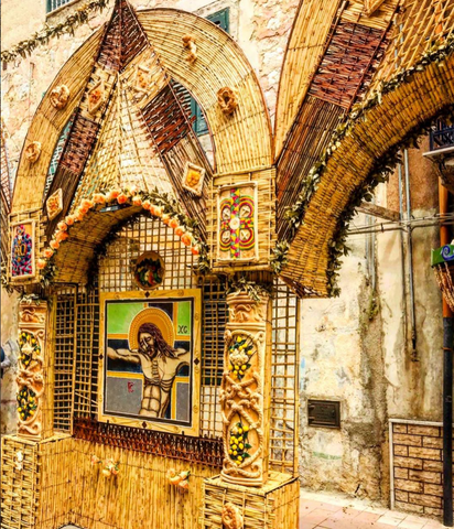 Mural decorations made of bread