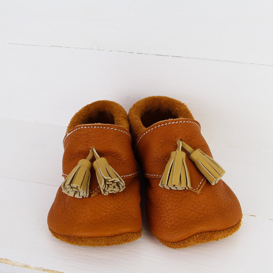 November Kid - Baby Shoes with pompom
