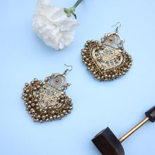Load image into Gallery viewer, Paan Filigree Gold Earrings