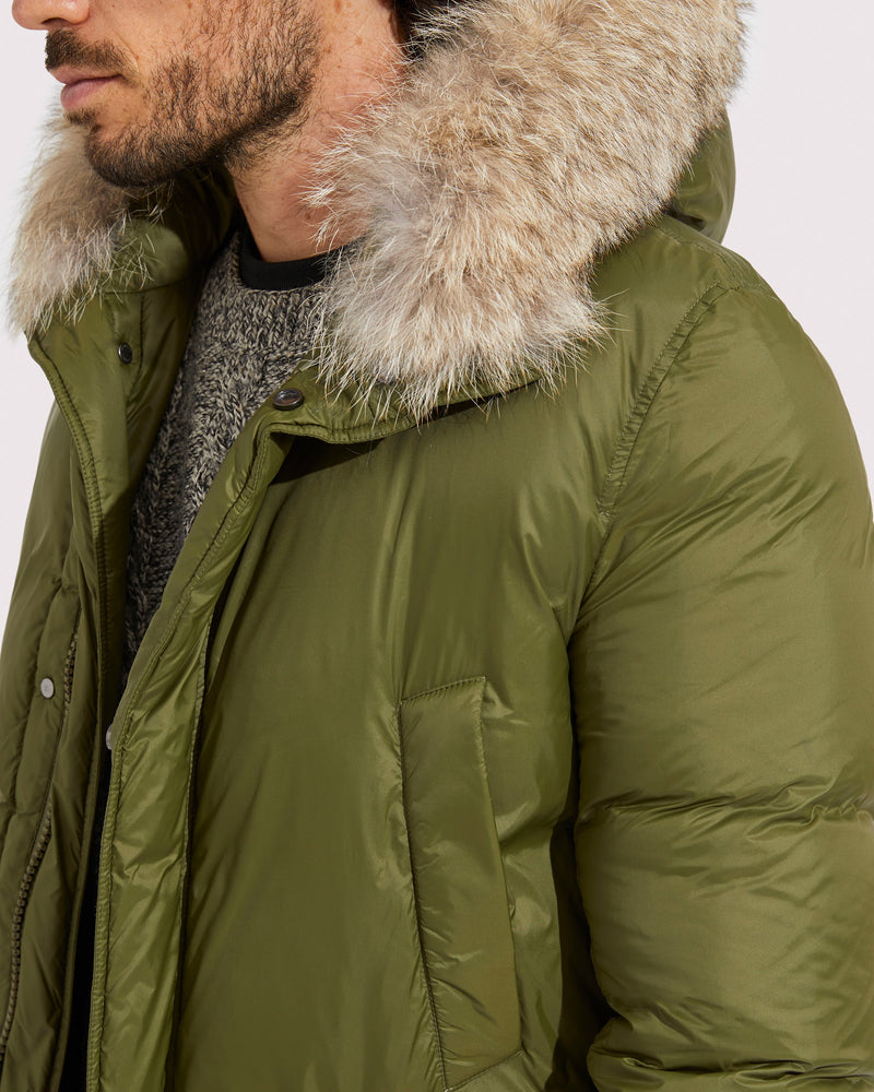 Parka with coyote fur hooded edge