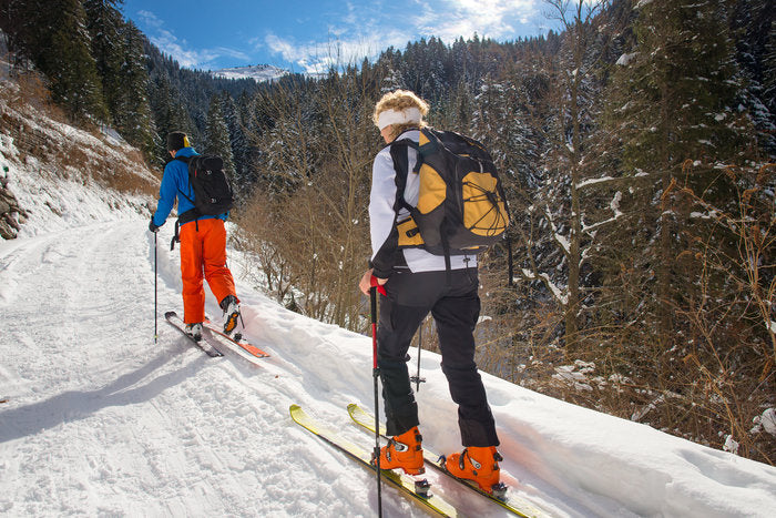 skiing-in-mountains
