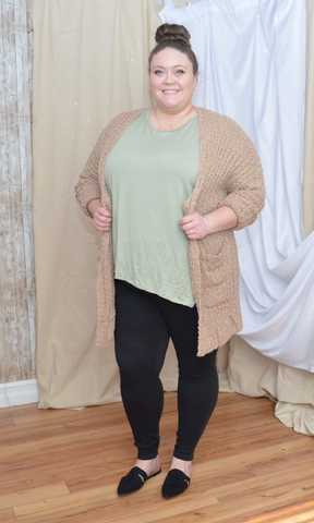 CURVY Best Friend popcorn sweater with pockets (Taupe)