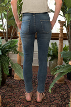 Load image into Gallery viewer, Norma Jeans Denim