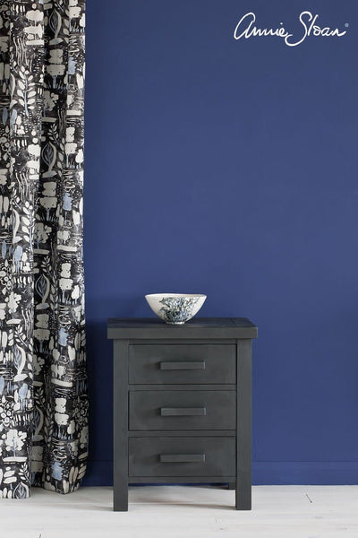 Annie Sloan Chalk Paint®Decorative Paint Graphite - Aurina Ltd