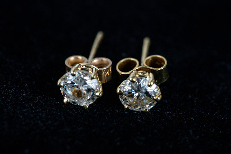 Diamond Stud Earrings (0.70cts) set in 18ct Yellow Gold