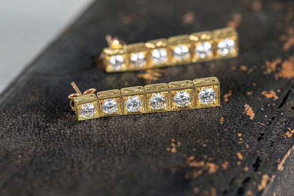 6 Stone diamond Earring set in 18ct Yellow Gold