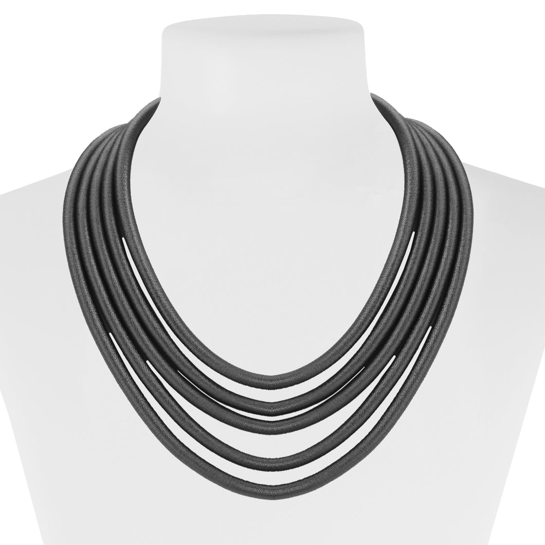 COLLIER COURT MULTI-RANG SUR CORDES SOYEUSES - GRIS | SHORT MULTISTRAND NECKLACE IN SILKY CORDS - GREY