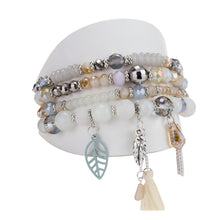 TÉLÉCHARGER.LOAD, ENS. DE 4 BRACELETS PIÈCES DE VERRES ET BRELOQUES ASSORTIES - BEIGE | SET OF 4 BRACELETS  WITH GLASS BEADS & ASSORTED CHARMS - BEIGE