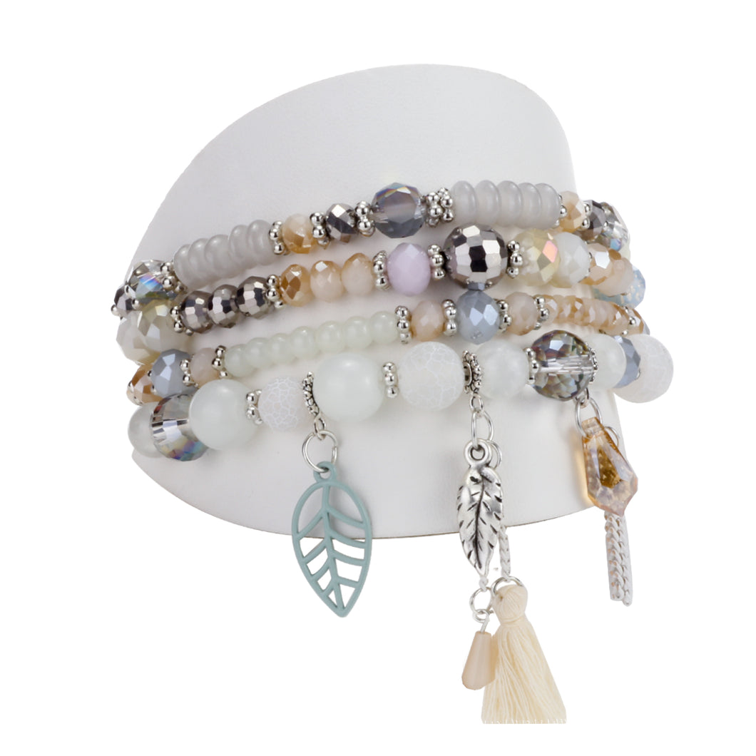 ENS. DE 4 BRACELETS PIÈCES DE VERRES ET BRELOQUES ASSORTIES - BEIGE | SET OF 4 BRACELETS  WITH GLASS BEADS & ASSORTED CHARMS - BEIGE