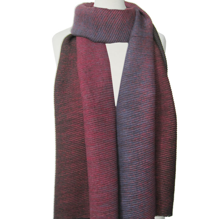 DOUX ET GRAND FOULARD ONDULÉ MOTIF OMBRÉ  - BORDEAUX | LARGE RIPPLED & SOFT OMBRE PATTERN SCARF  - BORDEAUX