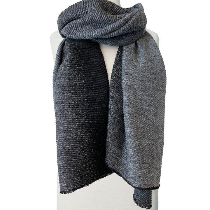 DOUX ET GRAND FOULARD ONDULÉ MOTIF OMBRÉ  - GRIS | LARGE RIPPLED & SOFT OMBRE PATTERN SCARF  - GREY