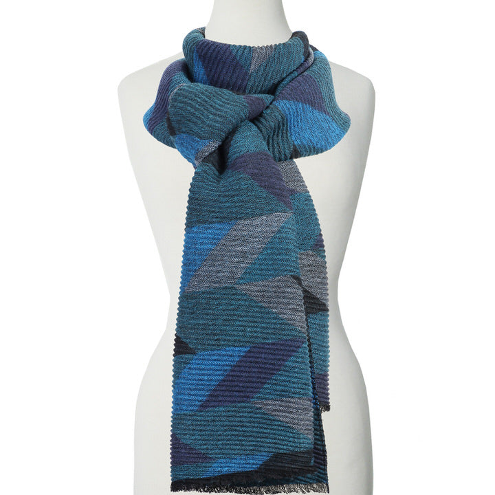 DOUX ET GRAND FOULARD ONDULÉ MOTIF GÉOMÉTRIQUE - BLEU | LARGE RIPPLED & SOFT GEOMETRICAL PATTERN SCARF  - BLUE