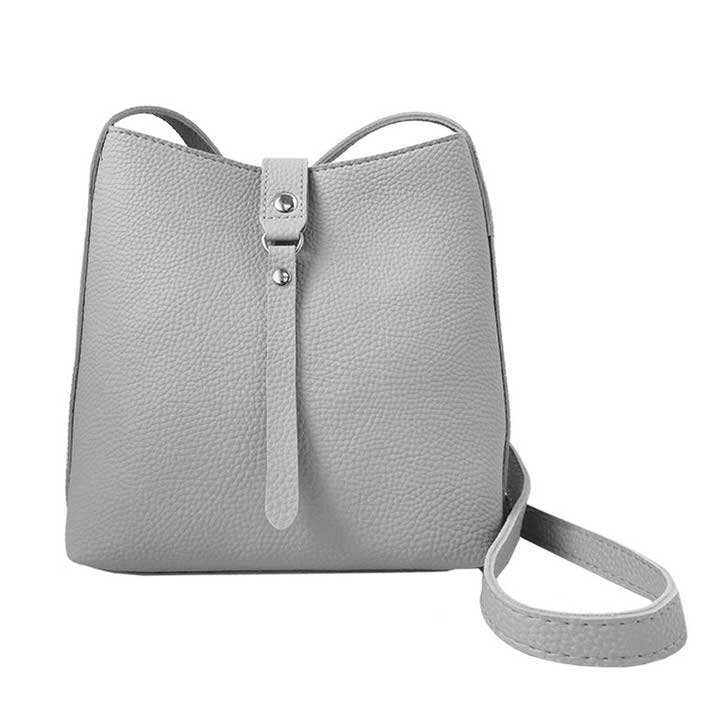 SAC À GANSE AJUST. FERMETURE ÉCLAIRE ET BOUTON PRESSION - GRIS PÂLE | CROSSBODY BAG WITH ZIPPER & PRESSURE BUTTON CLOSER & ADJUST. STRAP - LIGHT GREY