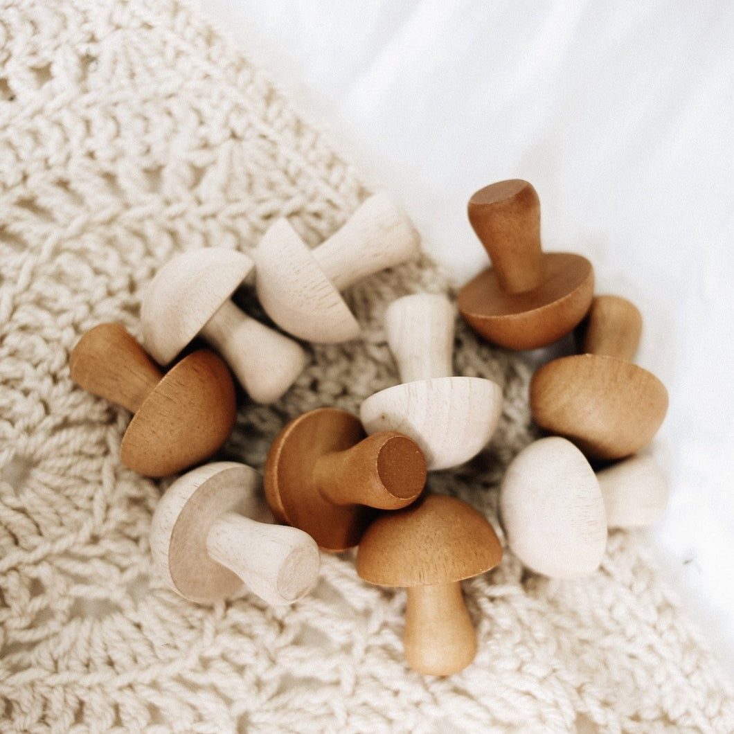 QToys Mushroom Set of 10 (Natural)
