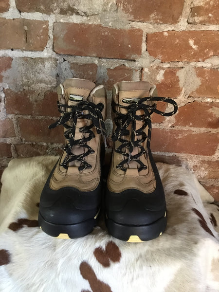 Women's Colombia waterproof bugabooters boots size 8.5