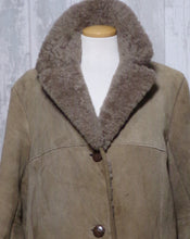 Load image into Gallery viewer, Ladies Sheepskin Coat UK 14