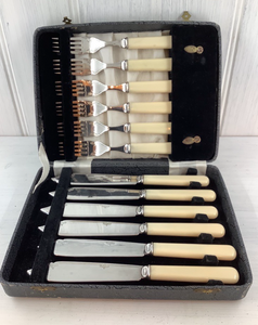 A1 Silver plated set of fish knives and forks with an art deco style pattern. Very good condition. The box is a bit scuffed however knives and forks look unused. Marked 'Applied for' so no makers mark.
