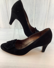 Load image into Gallery viewer, Peter Kaiser Suede Court Shoe UK 5