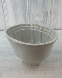 Antique stoneware jelly or blancmange mould. 1 1/2 pint capacity. Country farmhouse look.