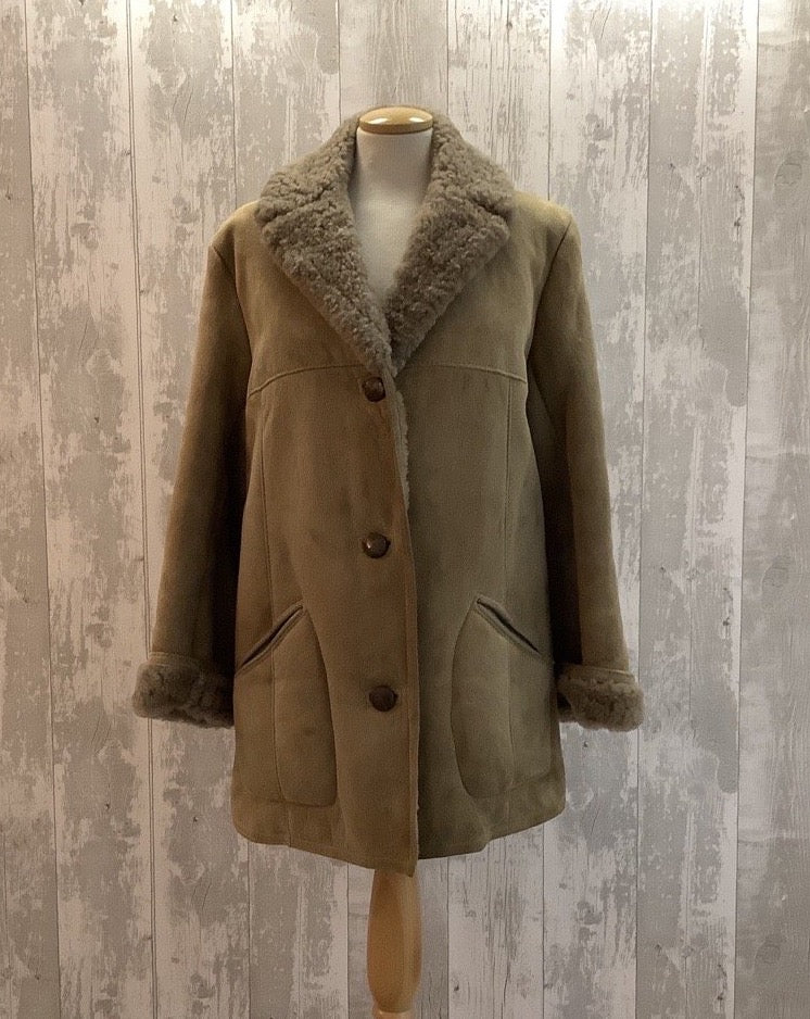 This mid length, soft touch, premium sheepskin creates the cosiest coat for winter walks. Fastened at the front with 3 leather buttons and a cosy lapel to keep the cold out. The sheepskin is very soft and flexible and easy to wear in a two tone mid brown.