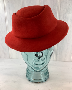 Ladies true red vintage stewardess style cap. Beautifully soft felt fedora. Look of the 40s when worn to a tilt. German Make.