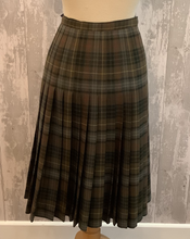 Load image into Gallery viewer, Olive Green Kilt UK 12