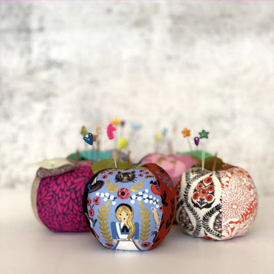 Make your own apple pincushion | Craftapalooza Designs