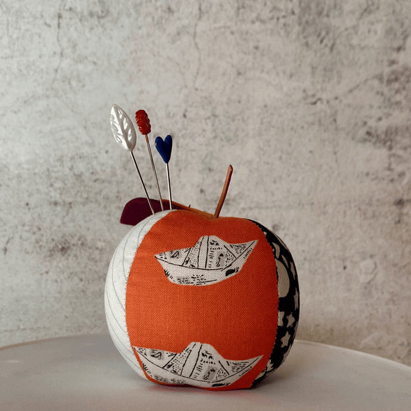 Apple Pincushion - SailwayCraftapalooza DesignsApple Pincushion