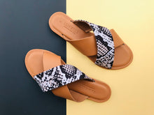 Load image into Gallery viewer, Crossover Strap Sandal