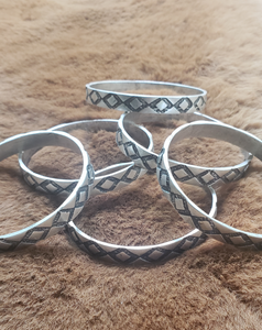 Tribal Triangle Pattern Bangle Bracelet