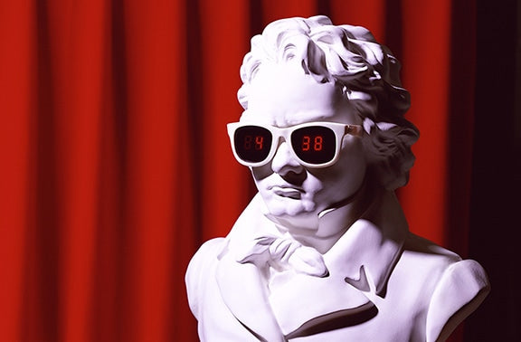A 2/3 scale bust with sunglasses. Hour digits are displayed in the left lens, and minute digits in the right. Produced in a limited number of 100 pieces by E&Y Co., Ltd.
