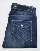 Load image into Gallery viewer, Levi's (Engineered) - Washed Blue - Size 38/33