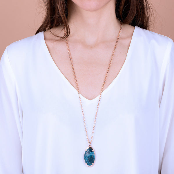 Long-Necklace-with-Oval-Pendant-in-White-Agate_necklaces_blue_5