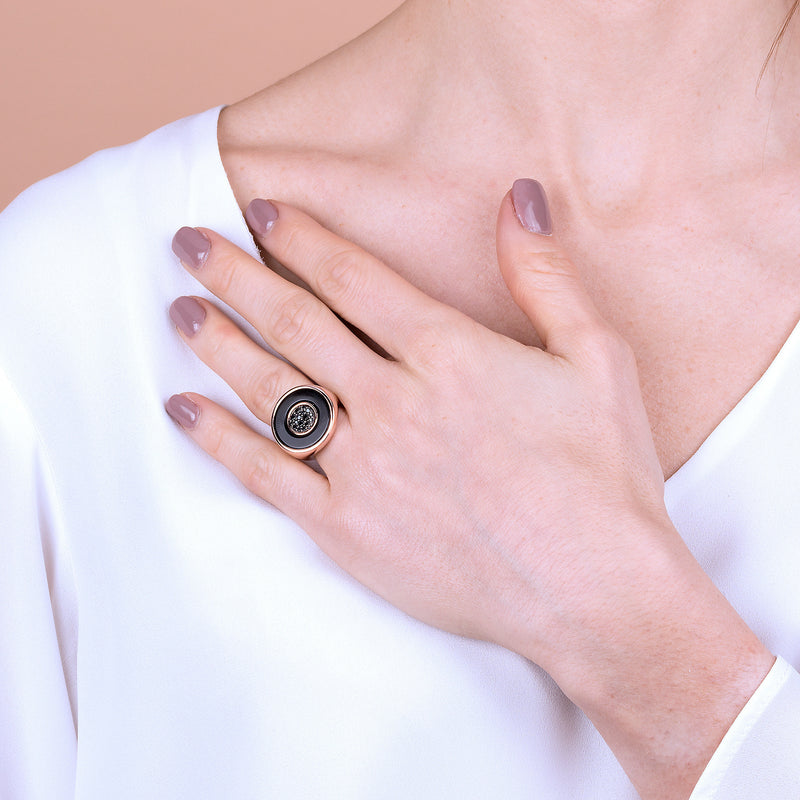 Two-Tone-Signet-Ring-with-Pavé_rings_blackblack_5