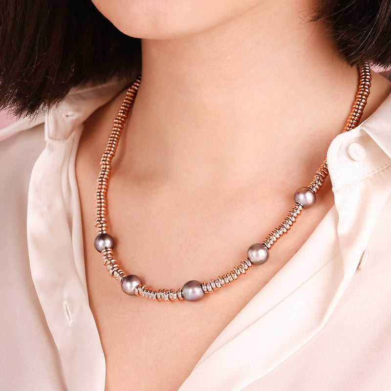 Necklace with Pearls and Golden Rosé Washers