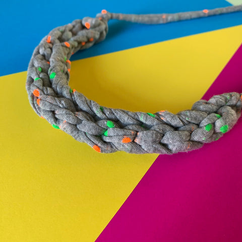 CURVE necklace: Sprinkled Grey - Stellen UK