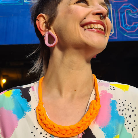 CURVE necklace: Orange neon - Stellen UK