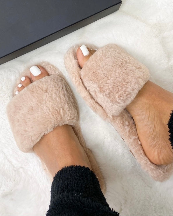 TAUPE FAKE FUR SLIPPERS - ByHally.dk