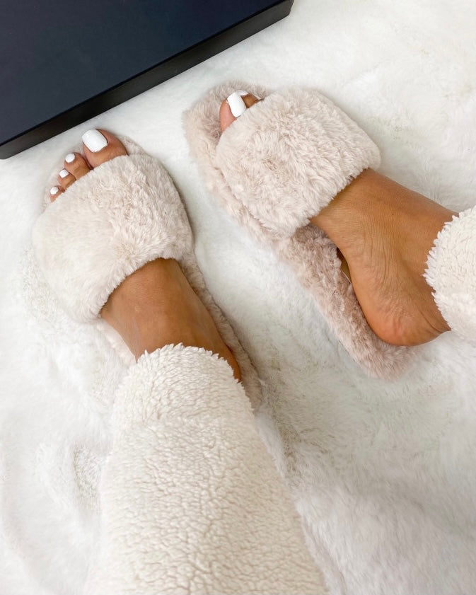 BEIGE FAKE FUR SLIPPERS - ByHally.dk