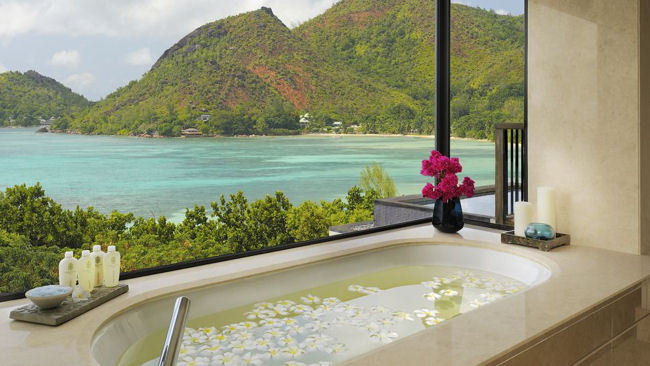 10 Incredible Bathrooms from Around The World