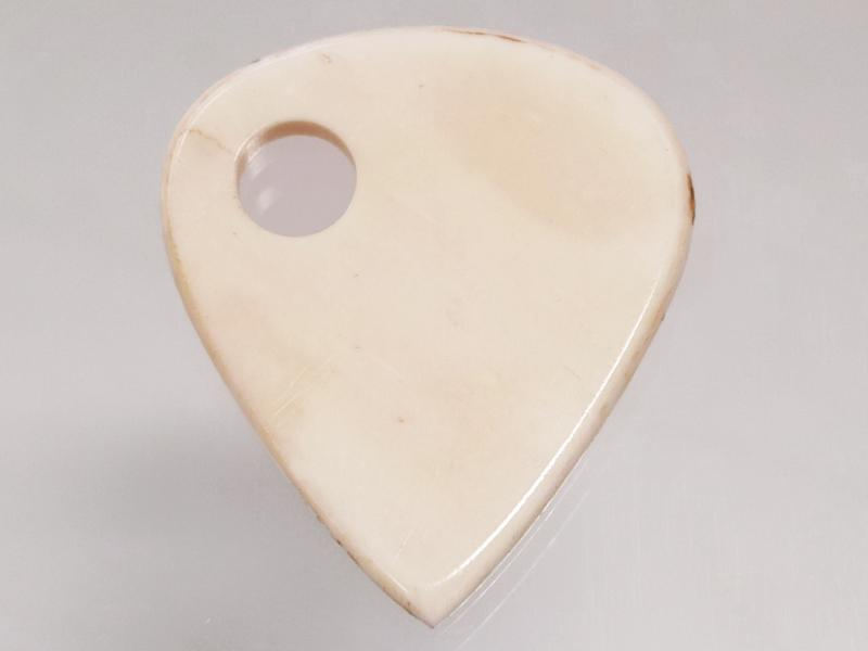 Animals Pedal Wild Picks (BB-TD-N-WH-SH) Buffalo Bone Tear Drop Side Hall White 3mm