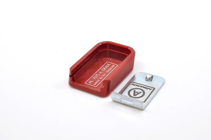 Red magazine base pad with locking plate