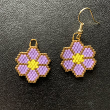 Load image into Gallery viewer, Light Purple Beaded Flower Earrings