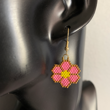 Load image into Gallery viewer, Pink Beaded Flower Earrings
