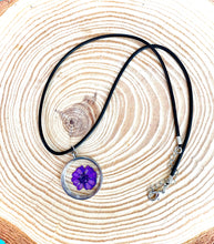 Load image into Gallery viewer, Purple pressed flower resin pendant