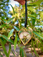 Load image into Gallery viewer, Gold heart shaped pendant with pressed flower